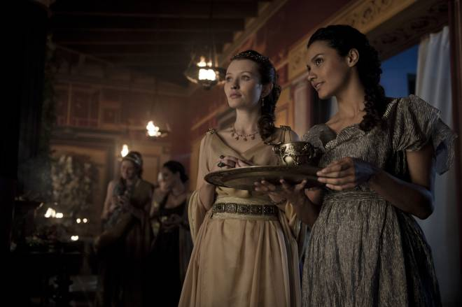 Emily Browning;Jessica Lucas